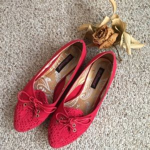 Dollhouse red crochet pointed flats
